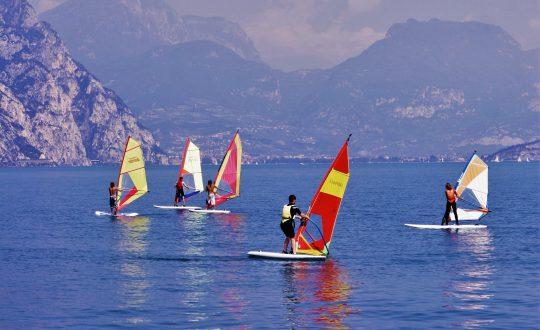 Windsurfen op het Gardameer: zo leer je dat!