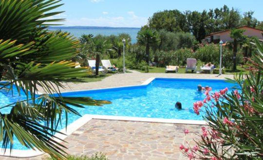 Klein vakantiepark aan het Gardameer: San Sivino