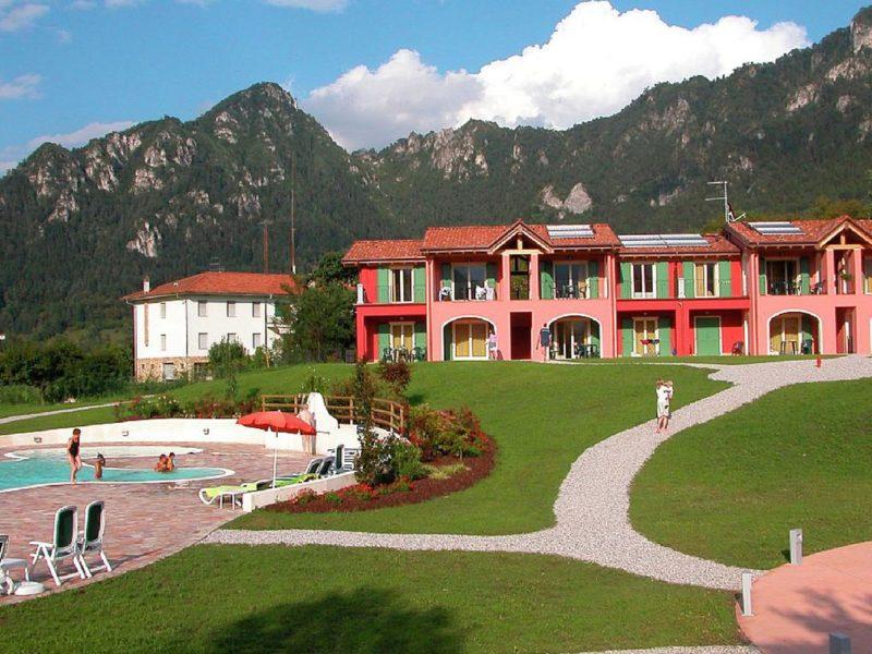 Residence Vico vakantiewoningen en zwembad