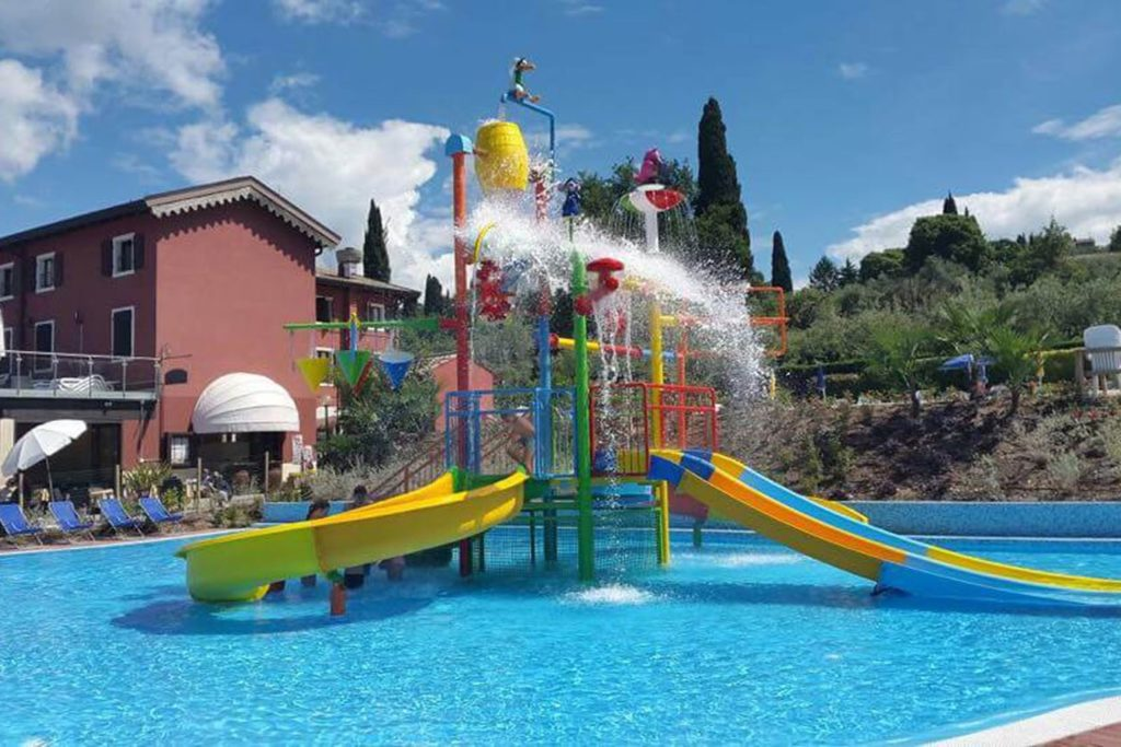 serenella zwembad speeltoestel
