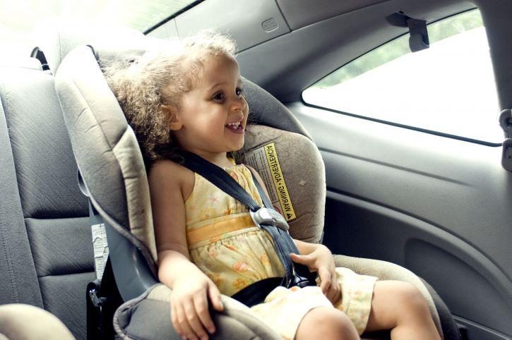 Met kinderen in de auto naar het Gardameer