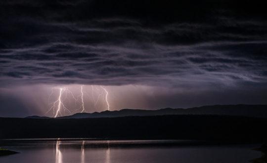 Do's en don'ts: zo blijf je veilig tijdens een onweersbui
